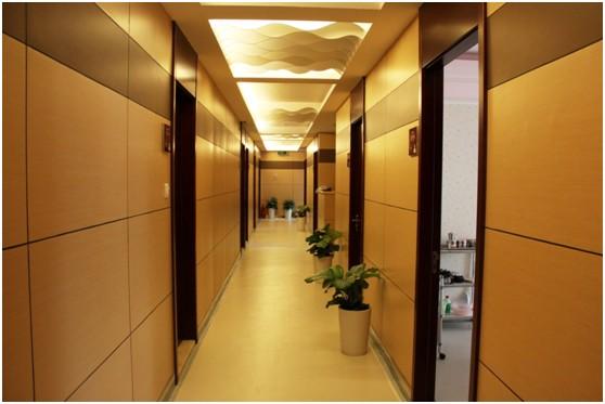 """北京当代医疗美容门诊部  北京最好的整形医院首选北京当代医疗美容医院,是由北京当代医疗集团联合韩国首尔著名的""""形""""(Aesthetic Clinic)当代整形美容医院组成,共同缔造的京城首家会所式的医疗抗衰老4S旗舰品牌。"""