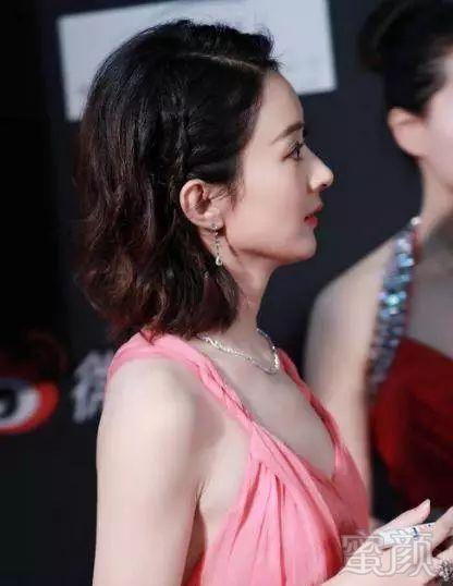 都说赵丽颖瘦,特别是,她每次穿这种露背性感装扮,就真的明显.外国性感gif图片